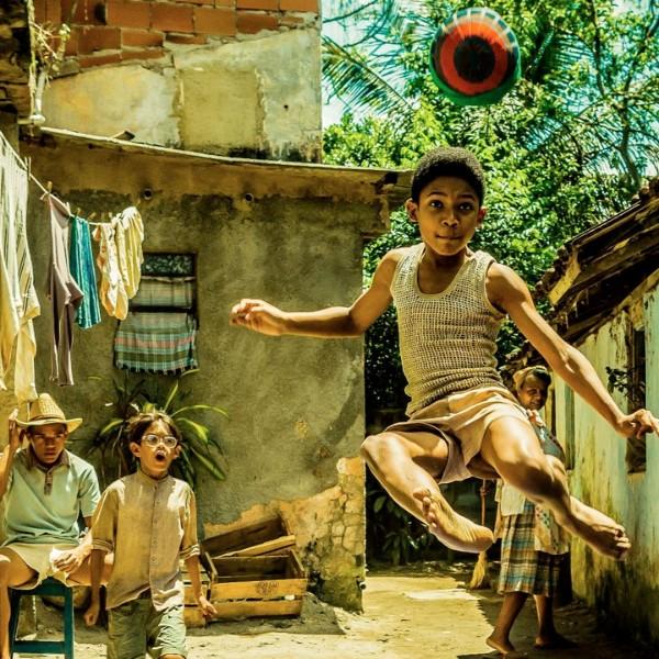 """""""Pelè"""", la vera storia del ragazzo di strada che ha fatto sognare il mondo"""